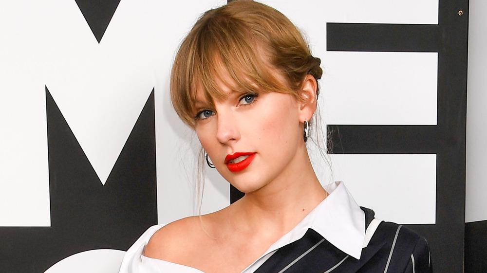 Taylor Swift wearing red lipstick