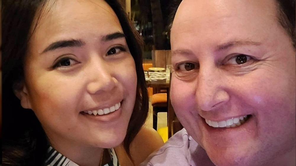 Annie Suwan and David Toborowsky pose for a selfie