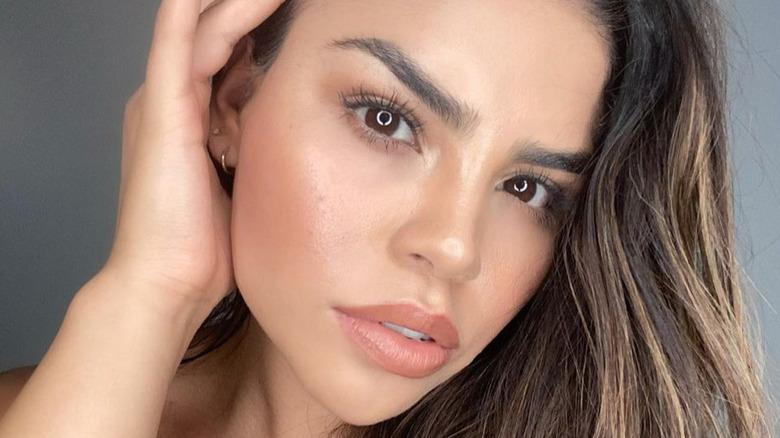 Fernanda Flores posing