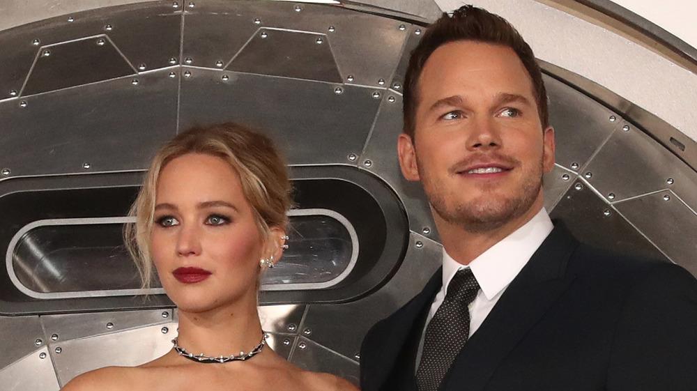 Jennifer Lawrence, Chris Pratt posing
