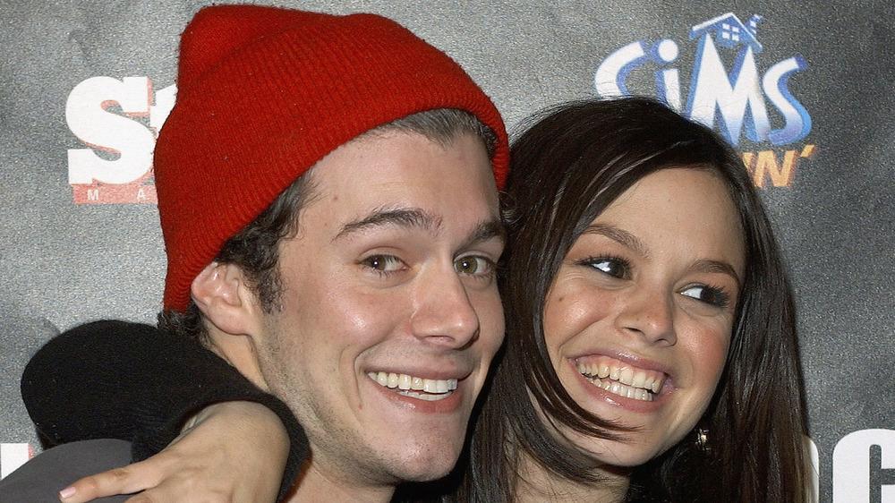 Adam Brody and Rachel Bilson smiling