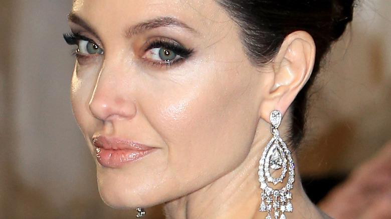 Angelina Jolie wearing nude lips