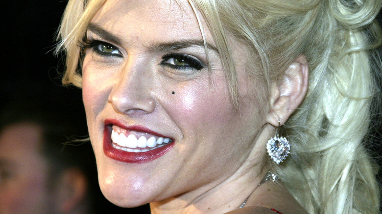 Anna Nicole Smith on the red carpet