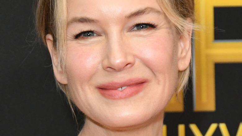 Renee Zellweger smiling on red carpet