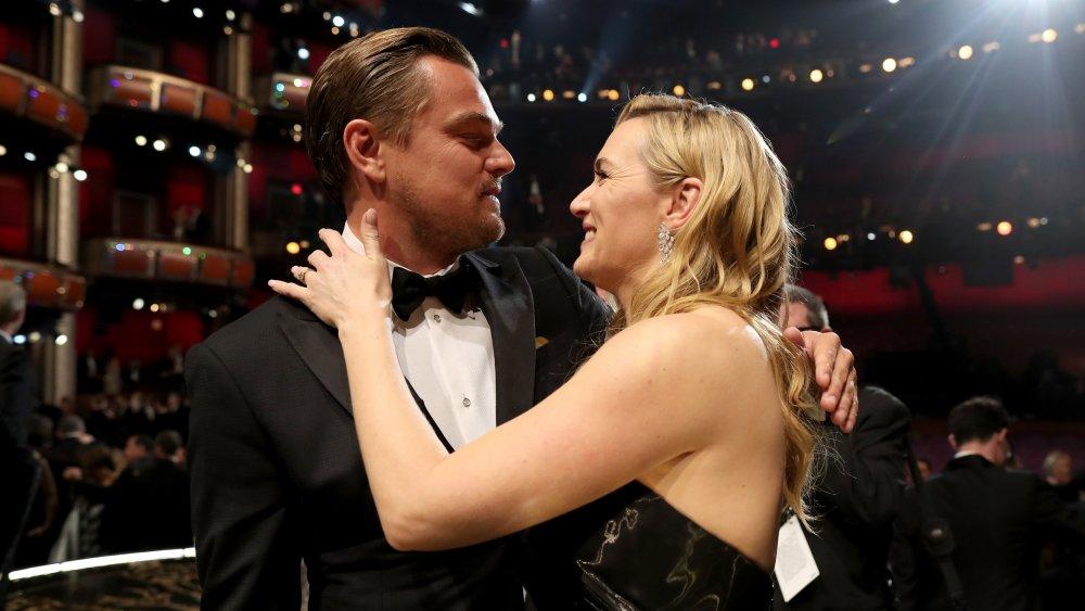 Leodardo DiCaprio and Kate Winslet embracing