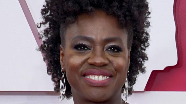 Viola Davis smiling Oscars red carpet