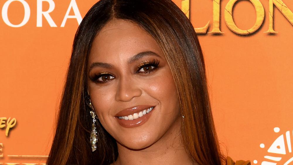 Beyoncé smiling on the red carpet