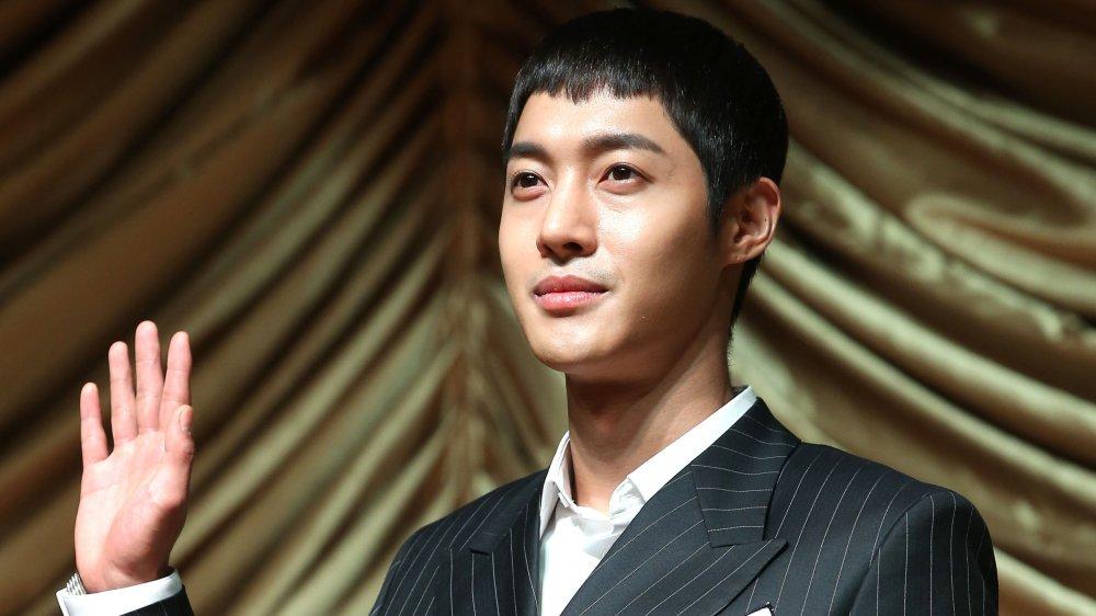 Scandal shinee jonghyun SHINee ignites