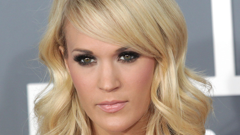 Carrie Underwood pale pink lip color