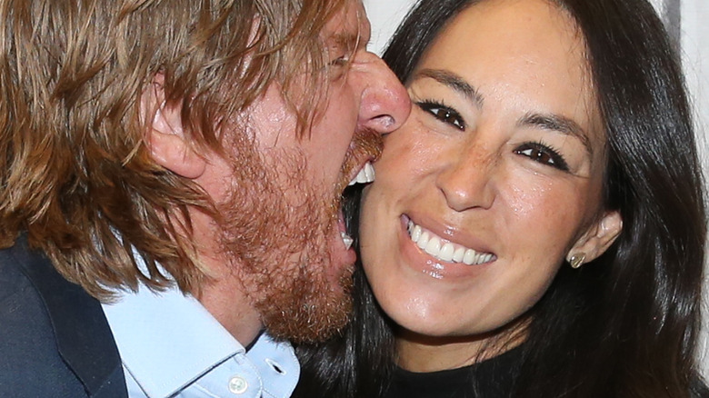 Chip Gaines biting Joanna Gaines' face
