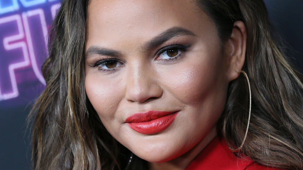 Chrissy Teigen red lips
