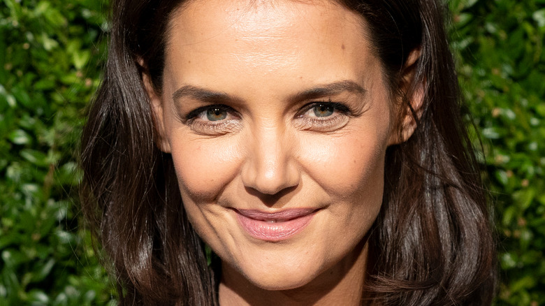 Katie Holmes posing at event