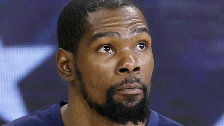 Kevin Durant looking up