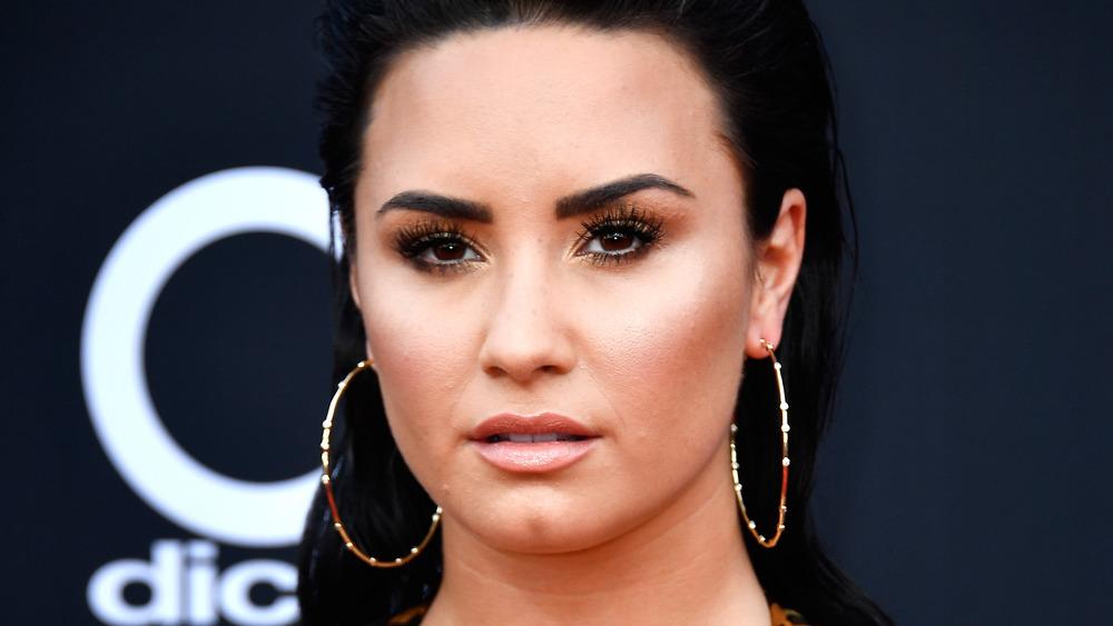 Demi Lovato posing on the red carpet