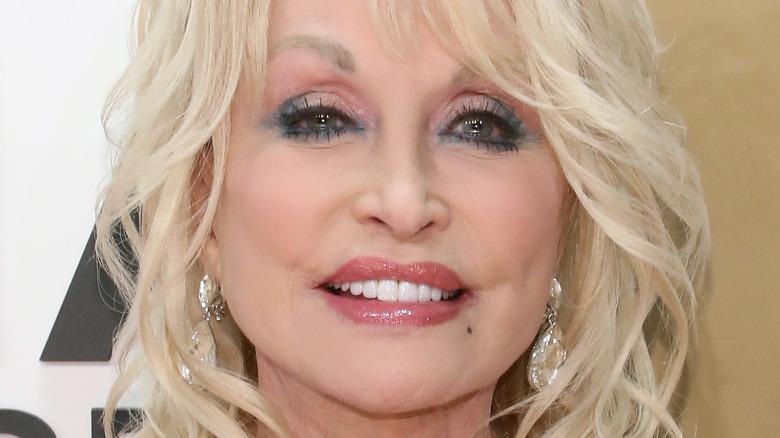 Dolly Parton posing 2019