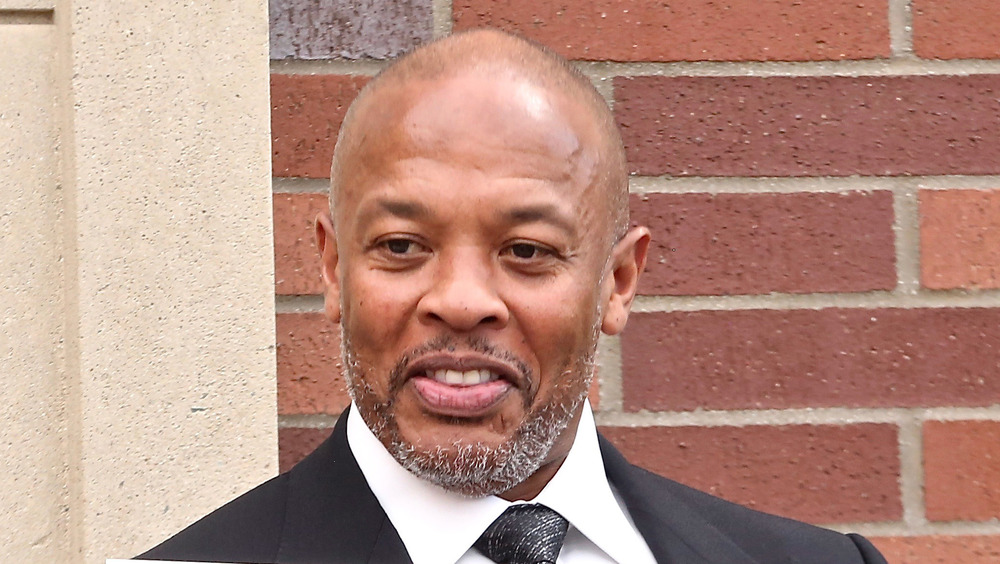 Dr. Dre posing