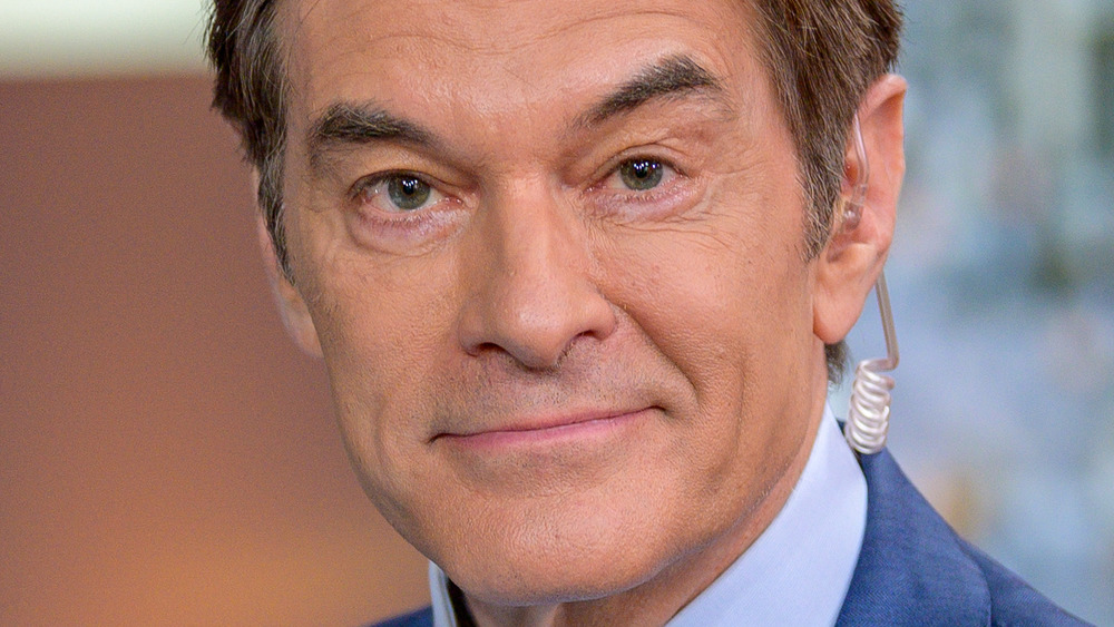 Dr. Oz poses for a photo