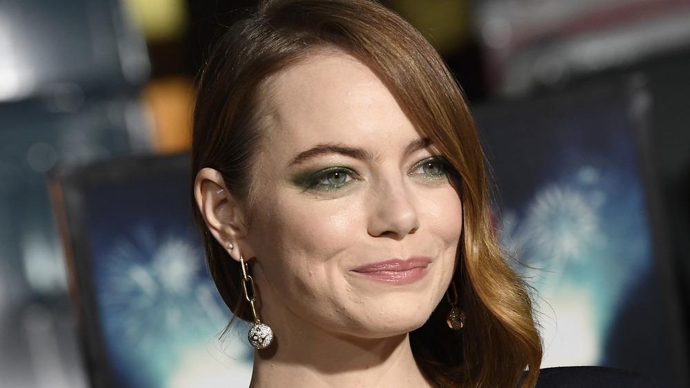 Emma Stone wears green eyeshadow
