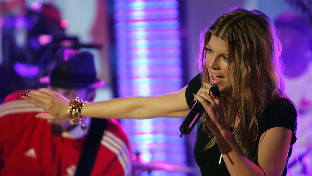 Fergie singing at TRL