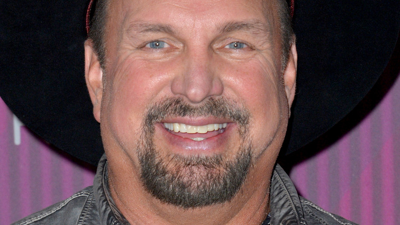 Smiling Garth Brooks at the 2019 iHeartRadio Music Awards