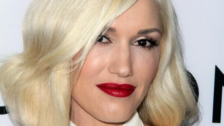 Gwen Stefani hair over eye