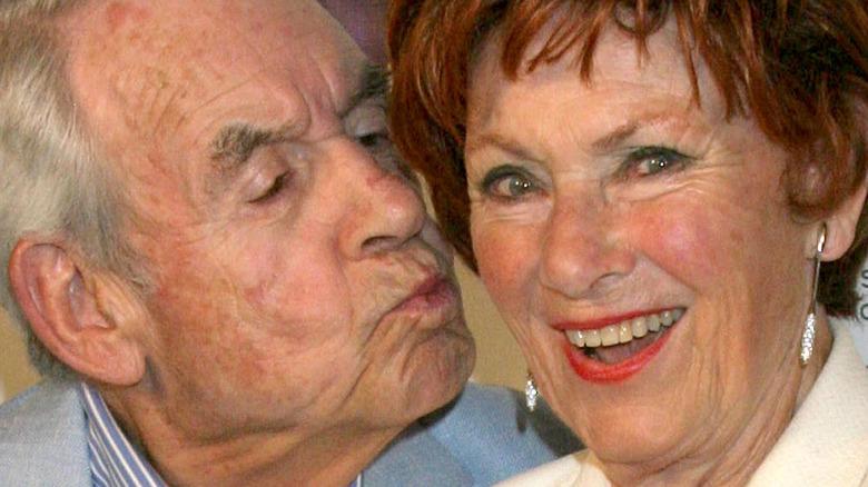 Tom Bosley kissing Marion Ross
