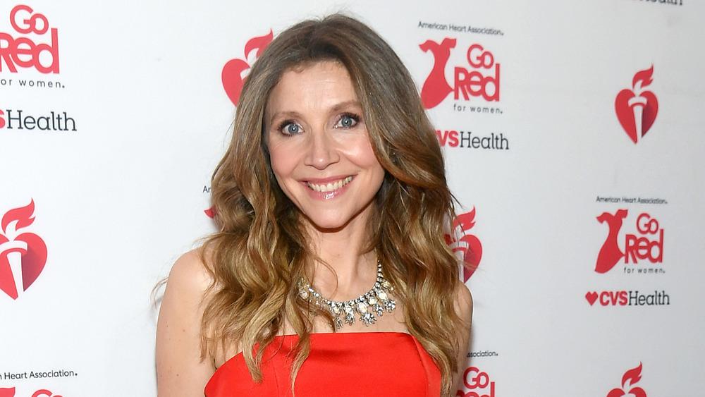 Sarah Chalke smiling