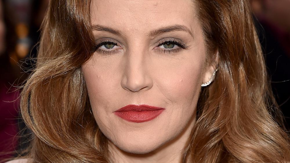 Lisa Marie Presley poses wearing red lipstick