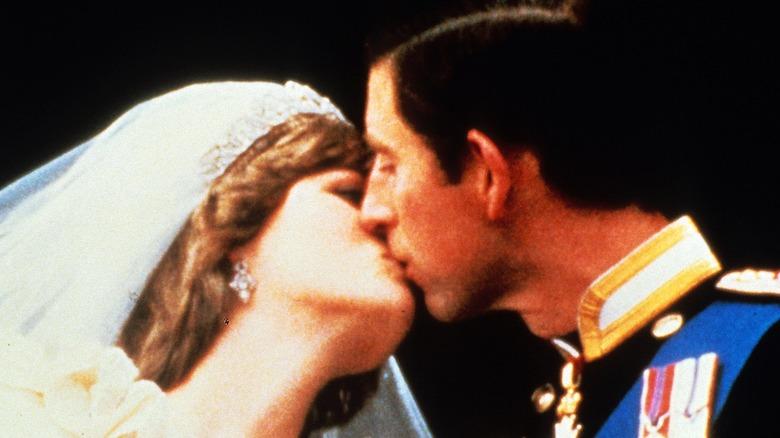Princess Diana and Prince Charles kissing wedding day