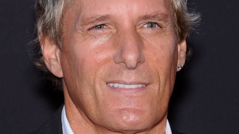 Michael Bolton smiles on red carpet