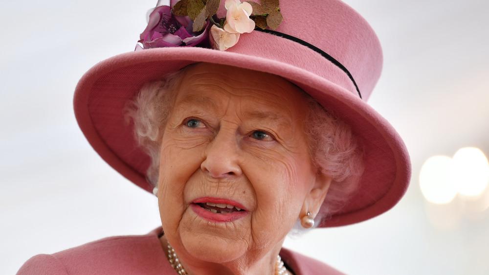 Queen Elizabeth in pink hat