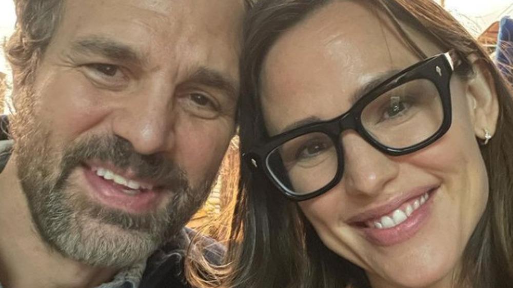 Jennifer Garner and Mark Ruffalo take a selfie