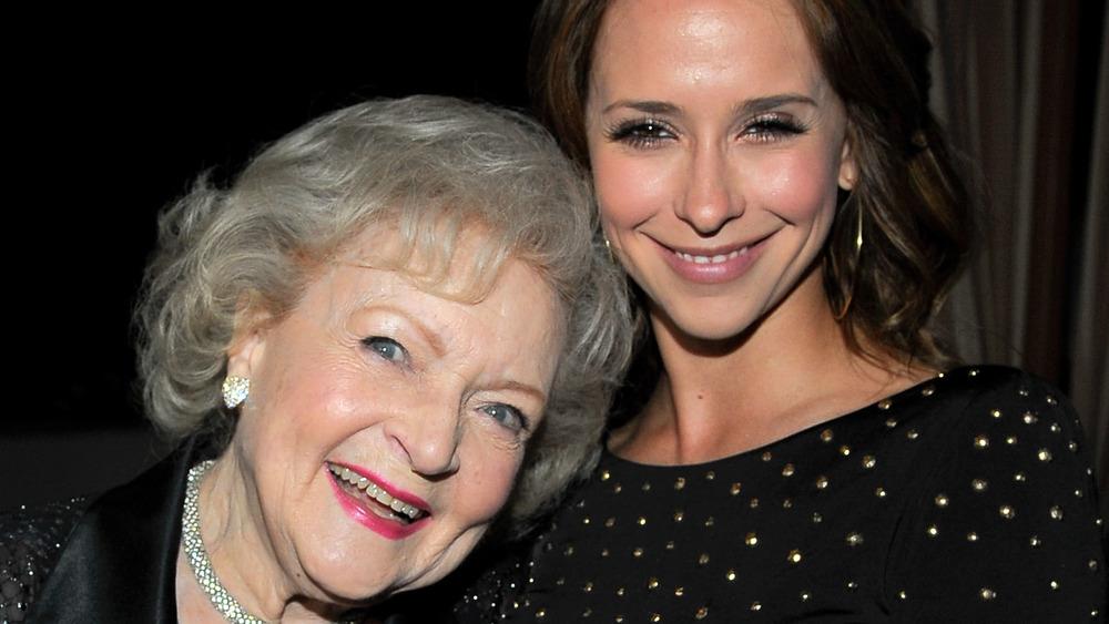 Jennifer Love Hewitt, Betty White smiling