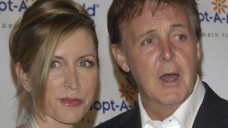 Heather Mills and Paul McCartney on a red carpet