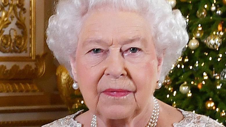 Queen Elizabeth posing for photo