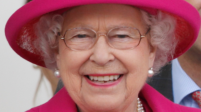 Queen Elizabeth smiling pink outfit
