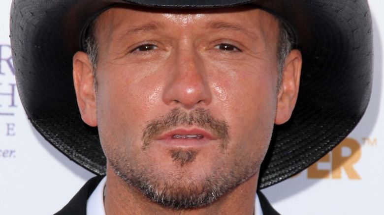 Tim McGraw poses on the red carpet