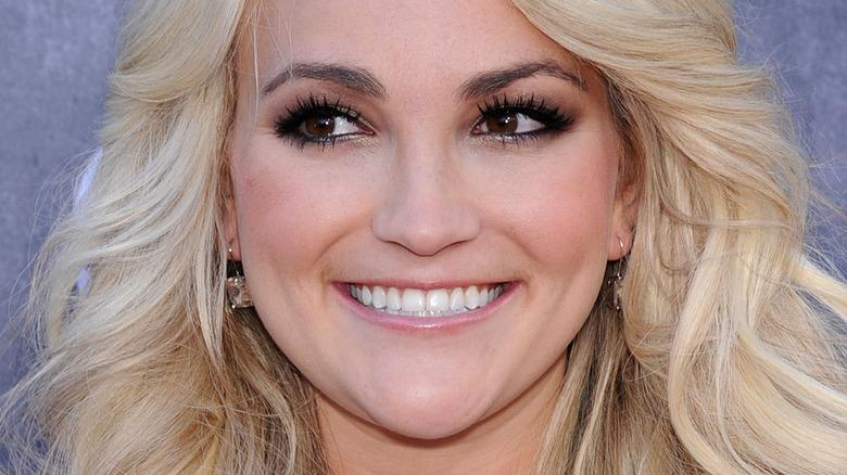 Jamie Lynn Spears smiling on red carpet