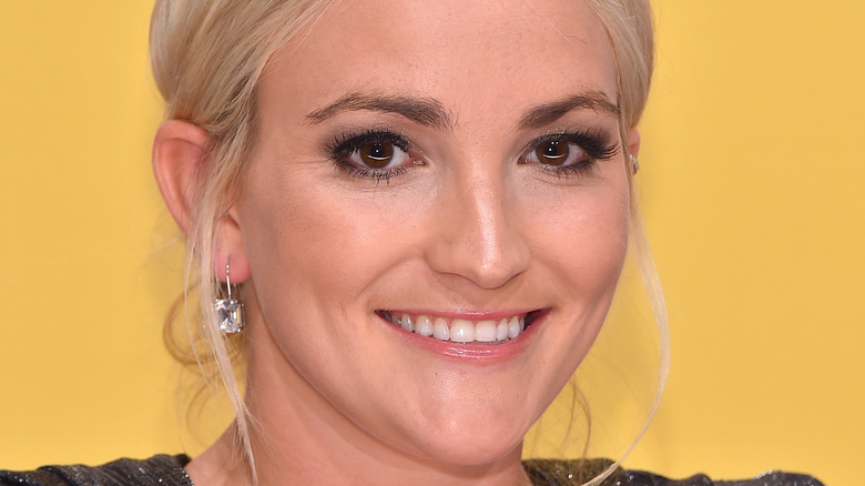 Jamie Lynn Spears smiling at event