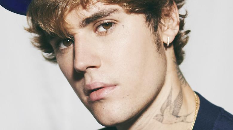 Justin Bieber shows bird tattoo on neck