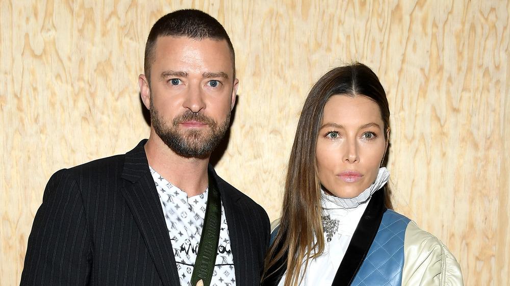 Justin Timberlake & Jessica Biel pose for a picture at Paris Fashion Week