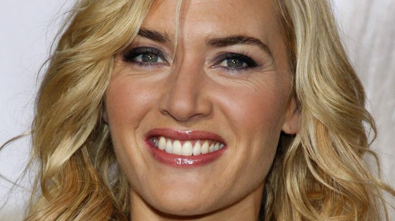 Kate Winslet red carpet, smiling