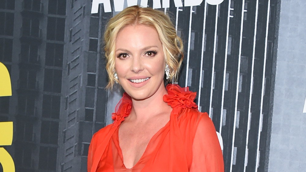 Katherine Heigl smiling for the cameras