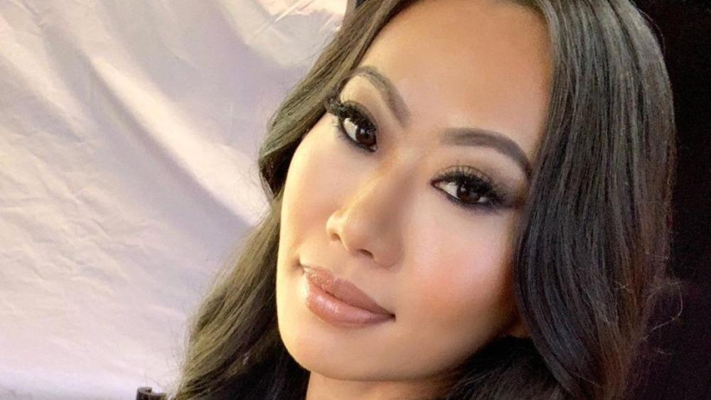 Kelly Mi Li poses for a selfie