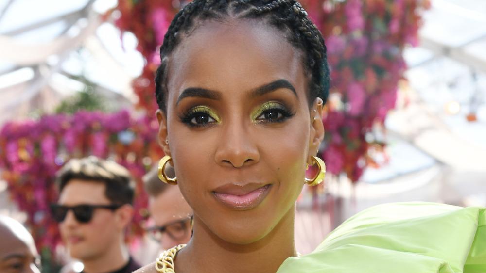 Kelly Rowland poses