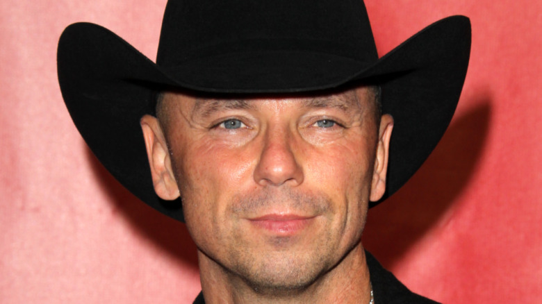 Kenny Chesney smiles on the red carpet