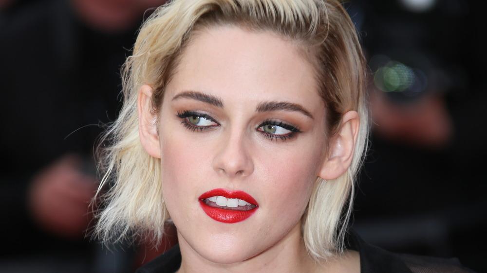 Kristen Stewart red lipstick