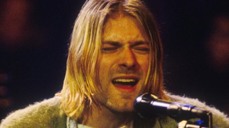 Kurt Cobain performing