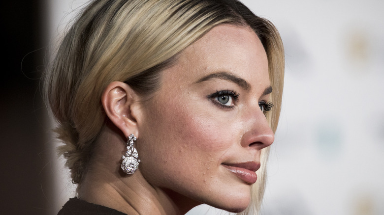 Margot Robbie looks off into the distance