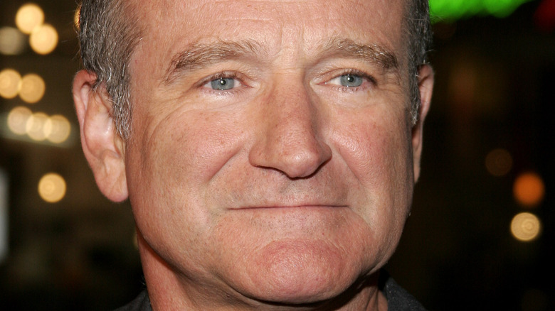 Robin Williams gives a slight smile at an event